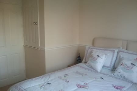 Double bedroom in nice location - Worksop