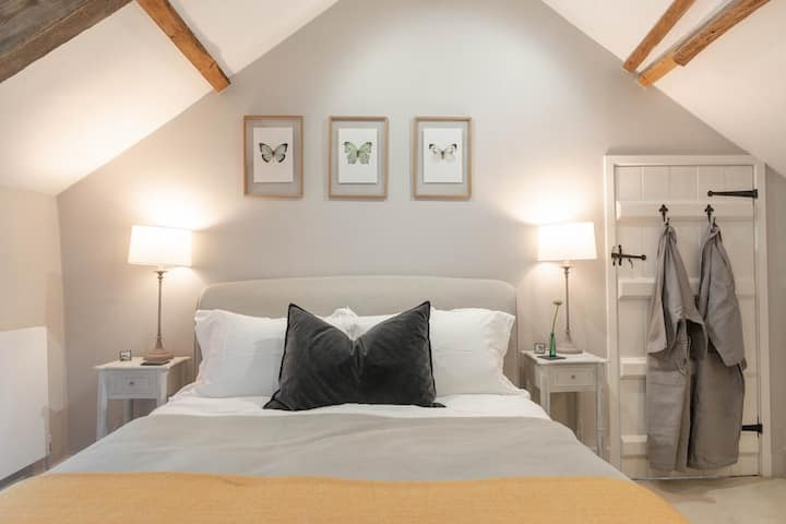 300 year old Luxury English Country Cottage
