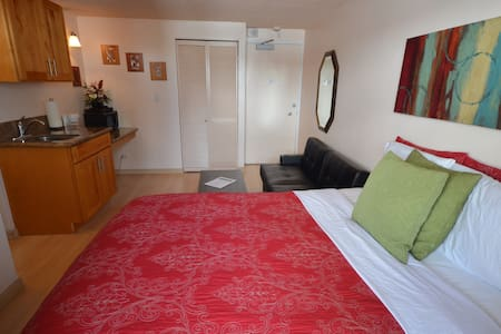 1107A Affordable Waikiki Getaway - Honolulu - Apartment