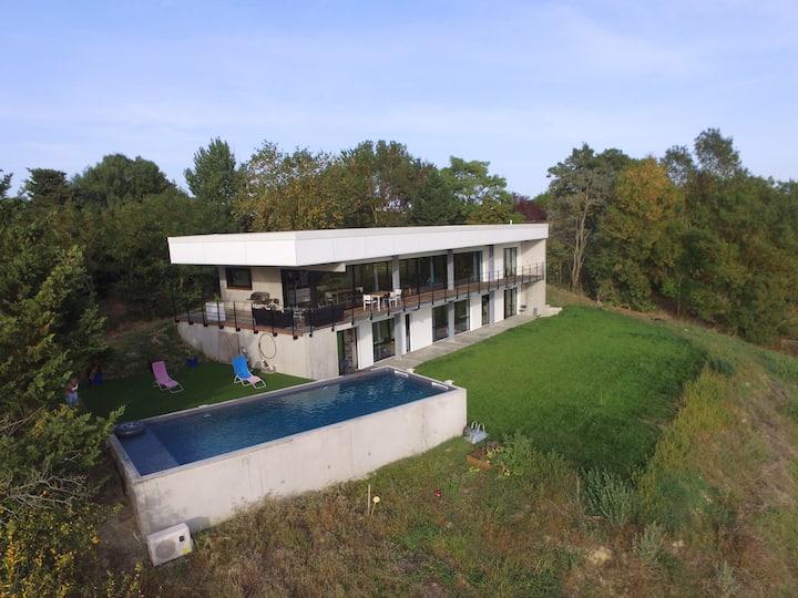 Beautiful villa facing the Pyrenees...