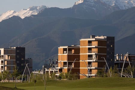 Pirineos Deluxe | Ap Gran Lujo Margas Golf