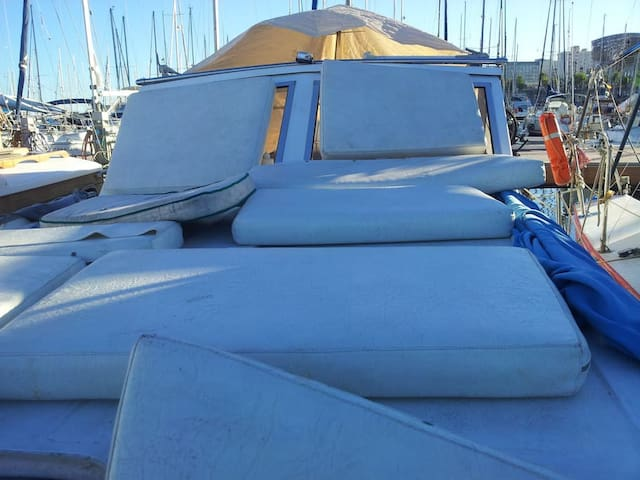 Big bed for chilling out in BCN - Sant Adrià de Besòs - Boat