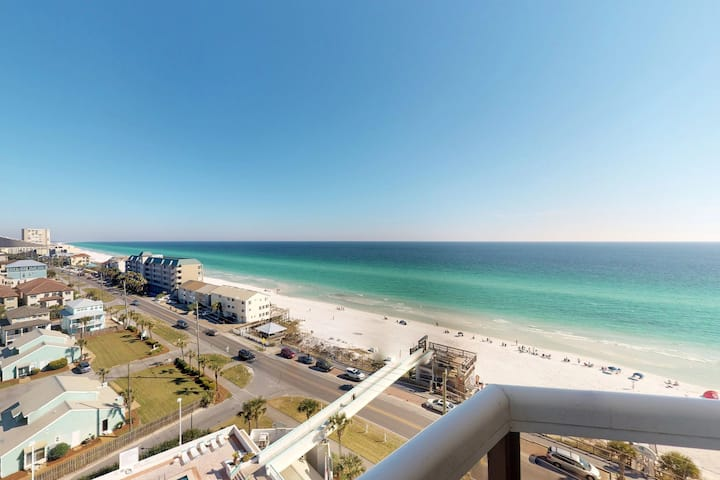 Enjoy breathtaking Gulf views, a balcony & shared pool/hot tub/gym/tennis!