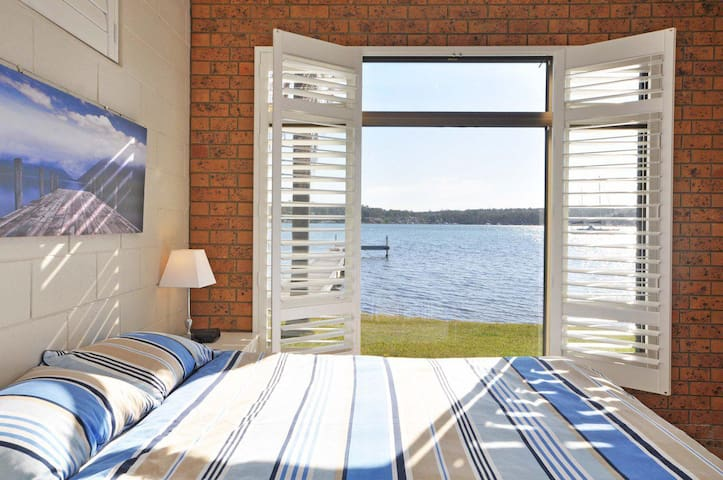 The Studio on the Lake @ Fishing Point, Lake Macquarie