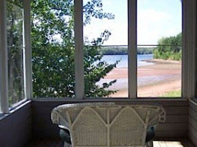 DeRoma Waterfront Cottages - Cottage 3