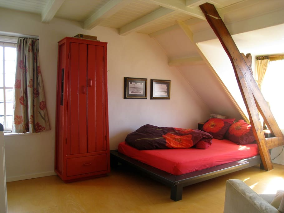 BED AND GUEST CUPBOARD