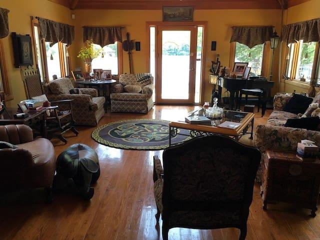 Piano sitting room