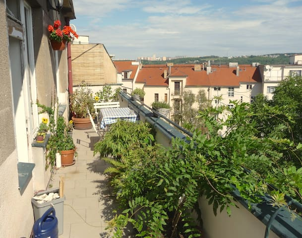 Charming rooftop Apt. with terrace, top location - Praga - Appartamento