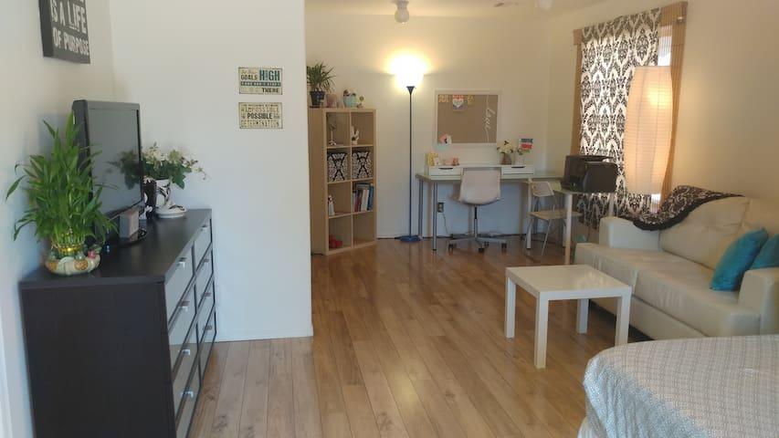 Cozy Remodeled Private Studio, North Scottsdale!