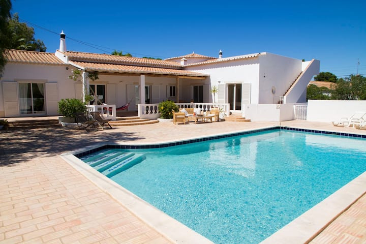 Central private 3 bedroom villa all on one level