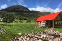 Fisherman's bothy and Beinn Alligin