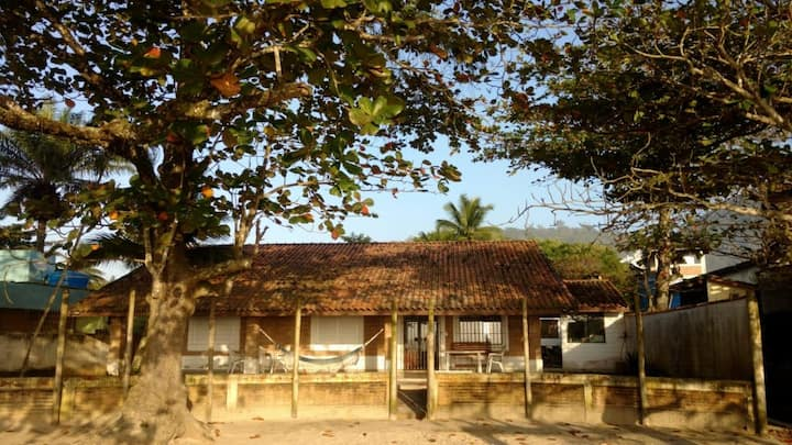 Family house with direct access to the beach