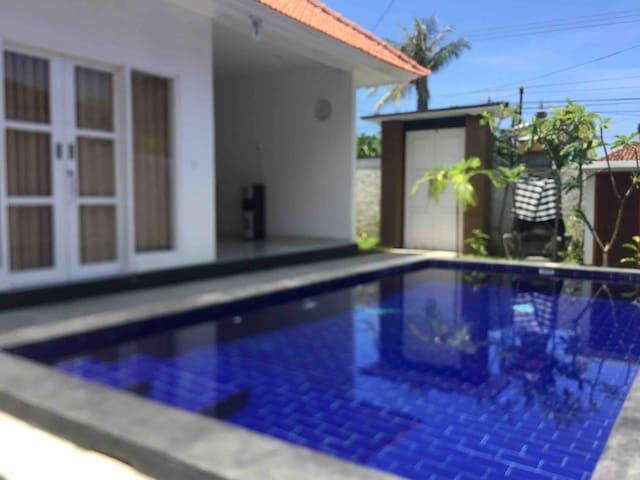 Queen tulamben guest house