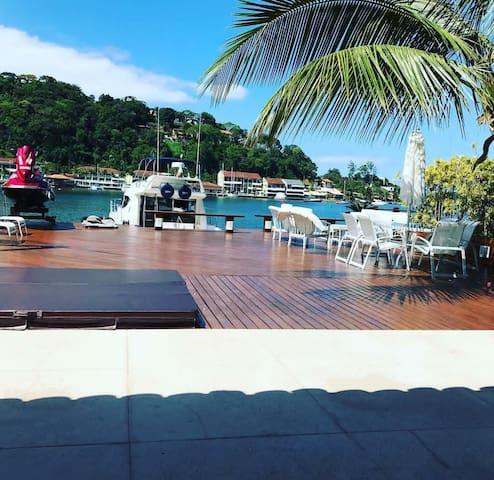 Angra dos Reis/ deck para lancha/praia privada