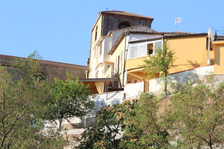 Vecchia casa a Riace con terrazza e giardino