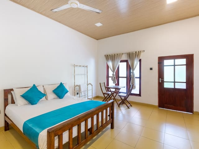 Iconic Double Room Near Airport / Negombo