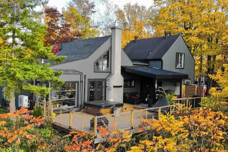 BEST IN QUEBEC CITY . House by the water . 3 br,