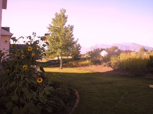 Charming Master Suite in beautiful Elk Ridge Home - Elk Ridge - Casa