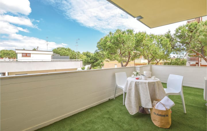 Nice apartment in Lido di Fermo with WiFi and 1 Bedrooms