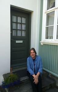 Lovely garden apartment in old city center. - Reykjavík