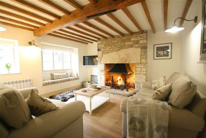 Claypot Cottage, Cotswolds. Quintessential cottage - Barnsley - Casa