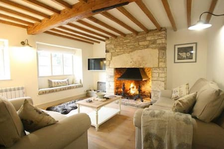 Claypot Cottage, Cotswolds. Quintessential cottage - Barnsley - Huis