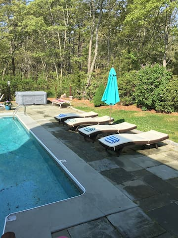 Pool,Hottub.sleeps 20,Wifi,AC,pets - Oak bluffs - House