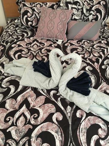 Pretty Cozy Bedroom w/bath and view !