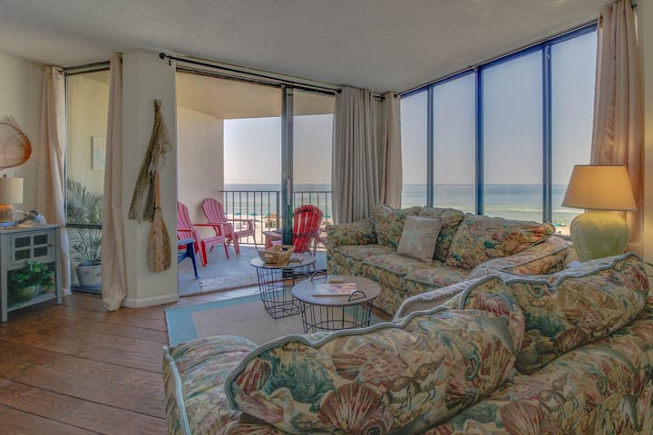 Gulf-front home w/ beach access, shared pool, & views - snowbirds welcome!