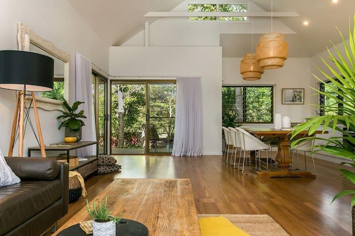 Alcorn House - stylish beach house - Suffolk Park - House