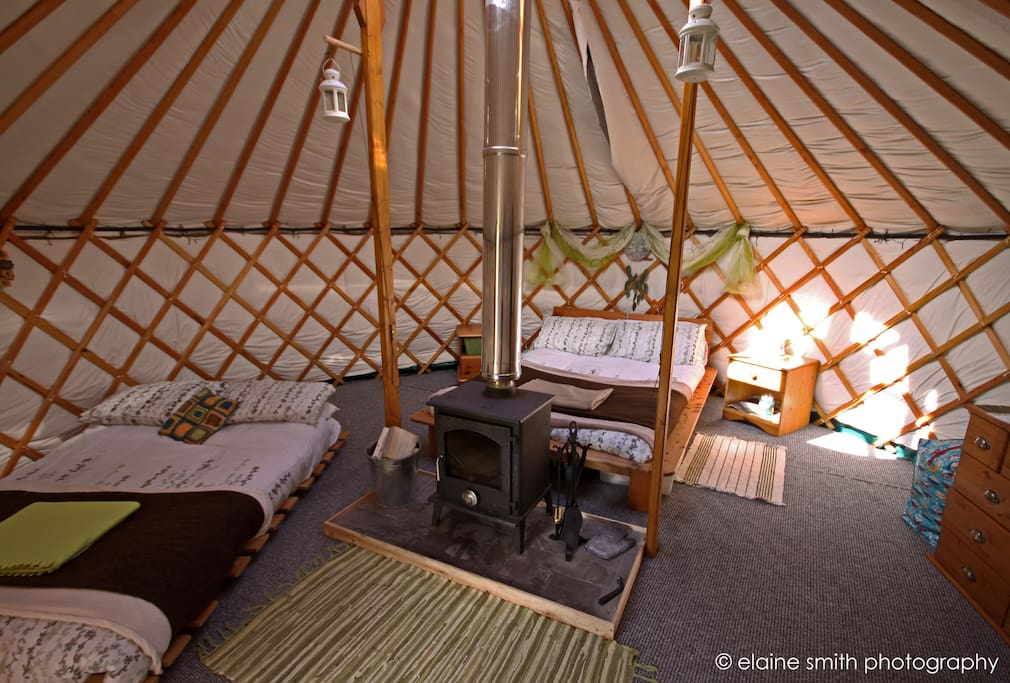 Glamping at skye yurts earth yurt yourtes louer for Meuble yourte