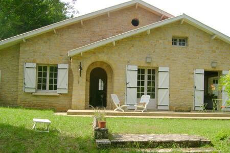 Maison en pleine campagne à 15 km de Sarlat (24)