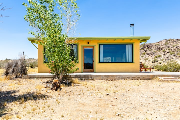 Desert Rock Cabin ~5 acres, near JT Park & Village