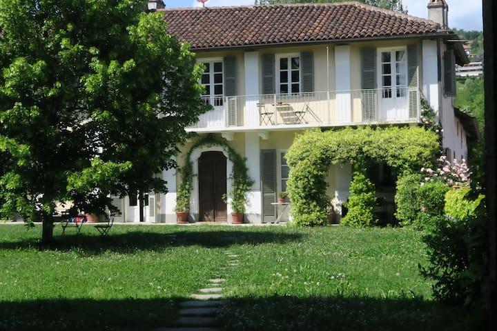 Casa con vista e giardino a Revigliasco