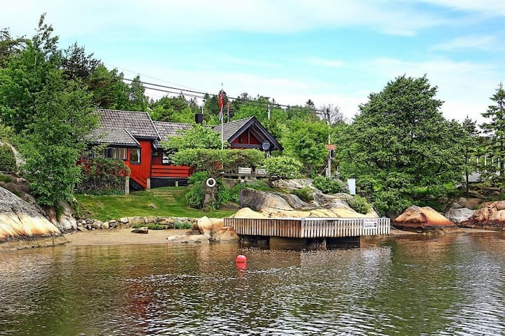 Hytte i Skjeldsbusundet på Hvaler Ledig uke 25/26