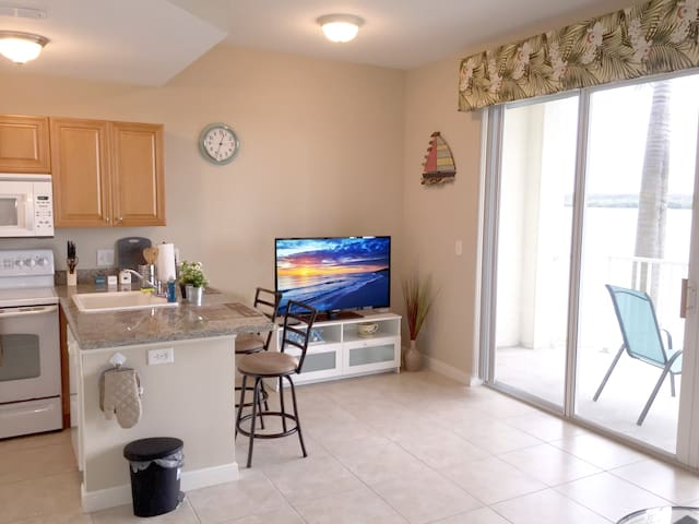 Pool open! Cozy Waterfront Condo At Boca Ciega