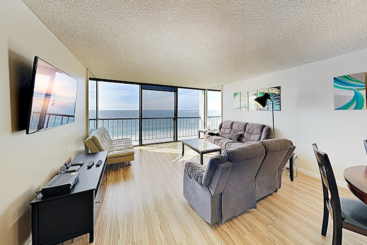 New Listing! Oceanfront Pacific Beach Condo