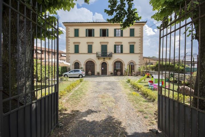 Tuscan villa near to siena city center