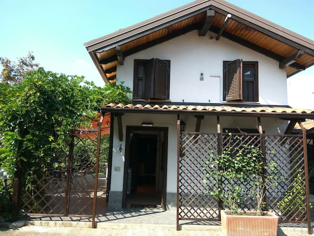 Detached house in hills area