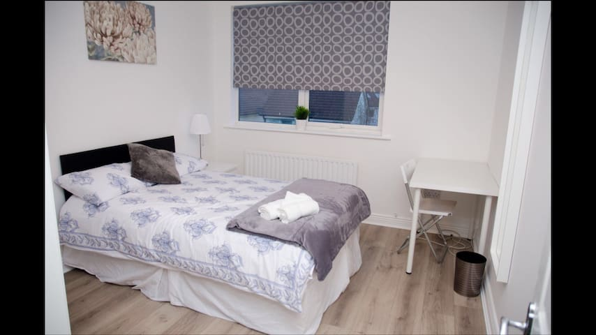 Stunning Ensuite Bedroom - Dublin - House