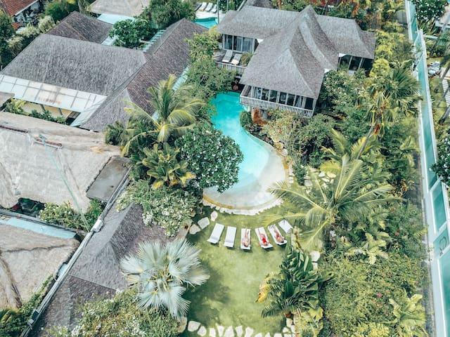 Villa Phinisi Seminyak beach KuDeTa Oberoi 5-7BDR