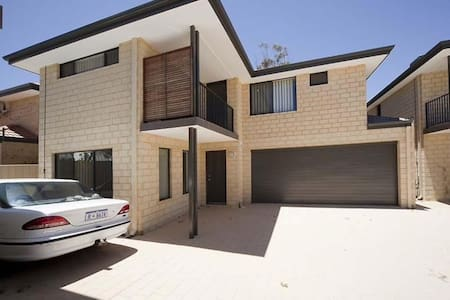 Master Room in a secure townhouse - Rivervale