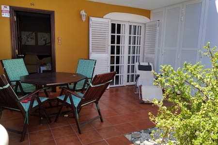 AIALMAR apartment: swimingpool, sea and comfort.