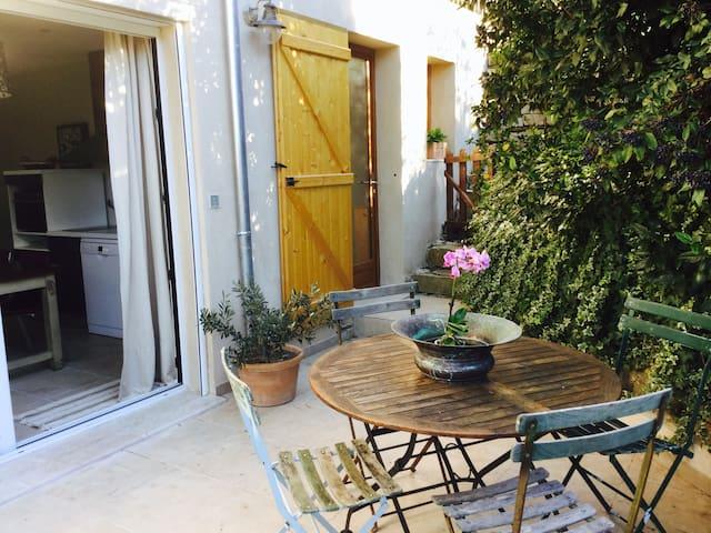 T2 au calme dans le village provençal de Ceyreste. - Ceyreste - Daire
