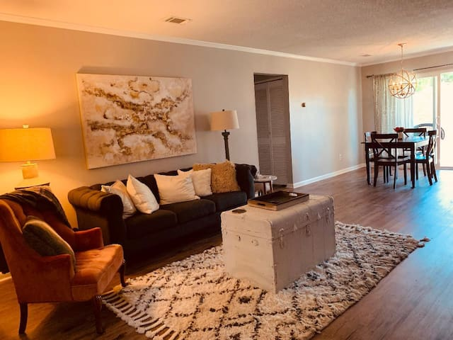 Historic In town area Renovated 2nd Floor Condo