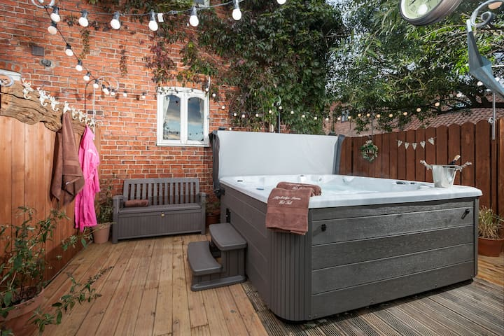 No 8 The Granary, 3 bedrooms , hot tub , near York - Green Hammerton - House