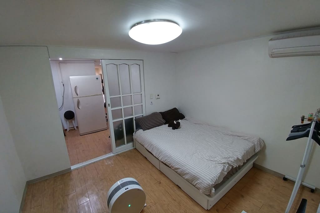 Room No. 1 ) with air cleaner, double bed _ 공기청정기와 더블 침대 있는 넓은 방