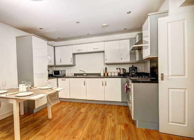 Executive Apartment in Brentwood Centre - Brentwood - Pis