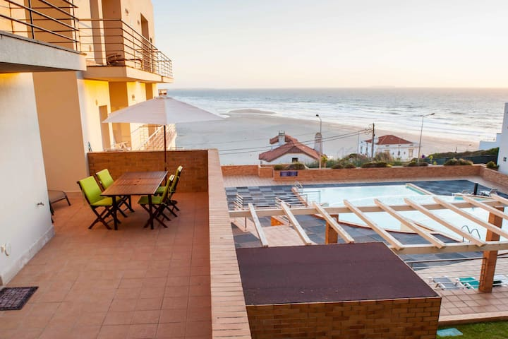 Luxury Oceanfront Beach Apartment w/large balcony