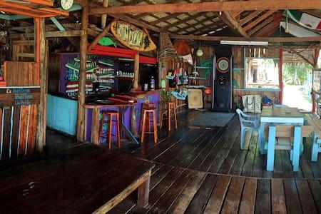 Pondok Tioman ( Beach View ) - Kuala Rompin - スイス式シャレー